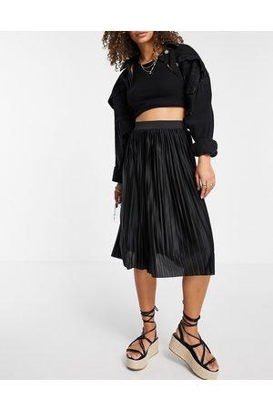 JDY Pleated midi skirt in black