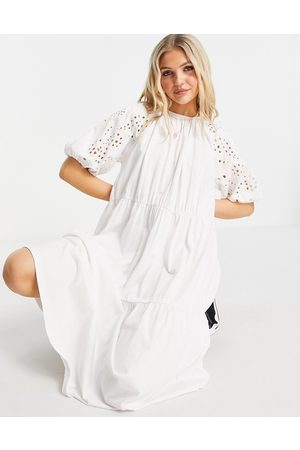 ASOS Ženy Volnočasové - Midi dress with gathered neck and embroidered cut out detail and tiered hem in white