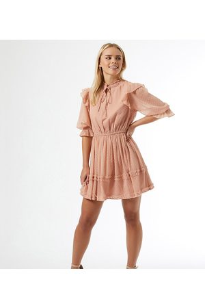 Miss Selfridge Petite Ženy Volnočasové - Dobby mini dress in pink