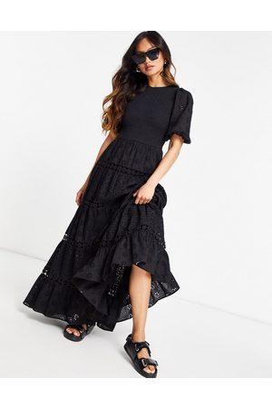 ASOS DESIGN Ženy Volnočasové - Shirred mixed broderie tiered maxi dress with lace inserts in black