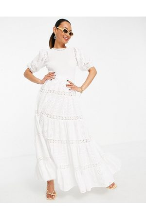 ASOS Ženy Maxi - Shirred mixed broderie tiered maxi dress with lace inserts in white