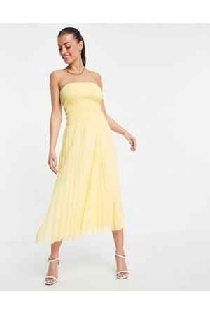 ASOS Ženy Maxi - Bandeau pleated maxi dress in yellow