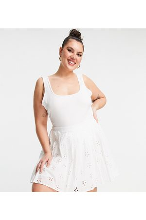 ASOS Curve ASOS DESIGN Curve mini pleated tennis skirt in broderie in white