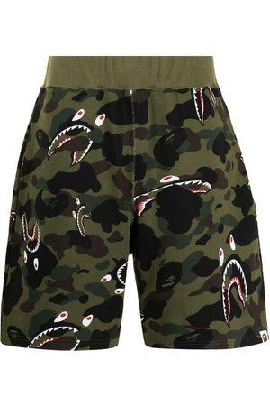 A Bathing Ape Muži Kraťasy - Camouflage-print track shorts