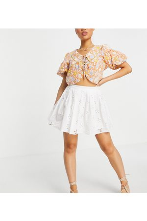 ASOS Ženy Krátké - ASOS DESIGN Petite mini pleated tennis skirt in broderie in white