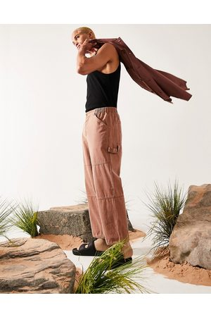 ASOS DESIGN Wide fit trousers with carpenter pockets in brown texture
