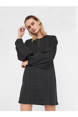 Noisy May Černé džínové šaty Gaia