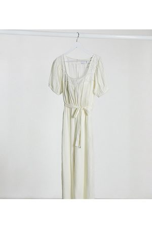 ASOS Ženy Overaly dlouhé - ASOS DESIGN petite off shoulder embroidered jumpsuit with tie waist in off white
