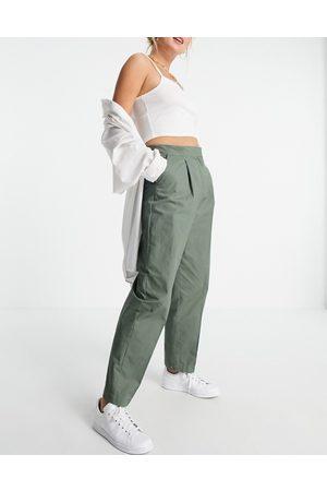 Vero Moda Loose fit tailored trousers in khaki-Green