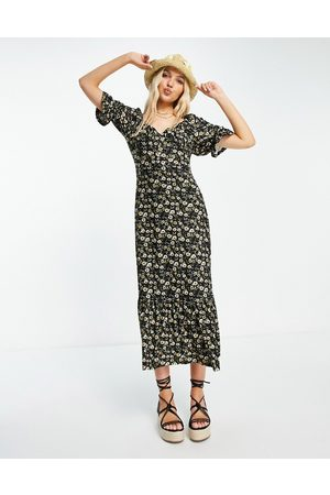 QED London Sweetheart neckline midaxi dress in floral print-Multi