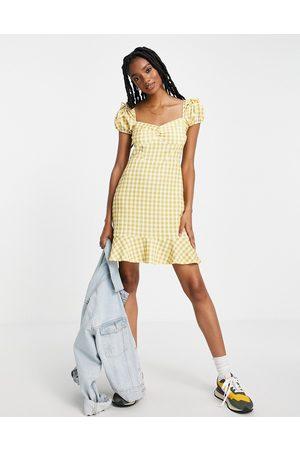 River Island Ženy Volnočasové - Gingham check mini dress in yellow