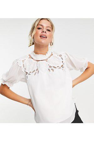 HOPE & IVY Ženy Ke krku - Oversized collar blouse with broderie in ivory-White