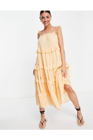 River Island Ženy Na párty - Tiered ruffle mini beach dress in cream-White
