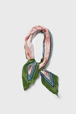 Zara šátek s potiskem města