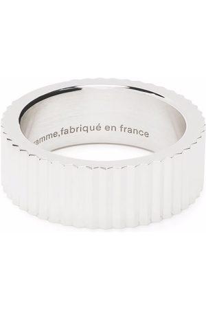 Le Gramme Guilloché vertical ribbon ring