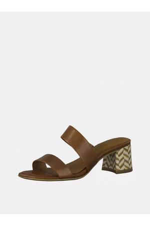 Tamaris Hnědé kožené pantofle na podpatku