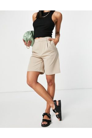 ONLY Tailored city suit shorts in beige-Neutral