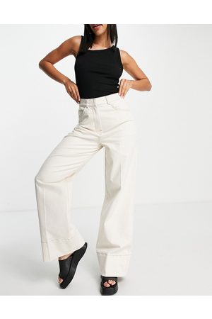 SELECTED Femme organic cotton tailored wide leg trousers with contrast stitch in cream-White
