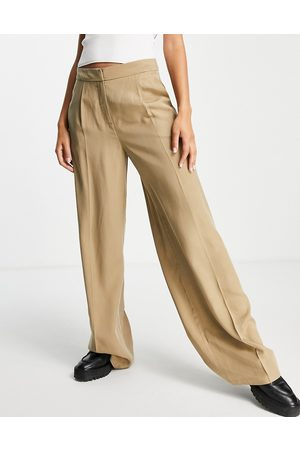 SELECTED Femme tailored wide leg trousers in tan-Brown