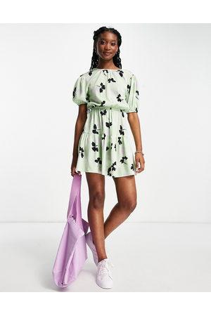 Influence Ženy Volnočasové - Mini dress in green shadow floral-Multi