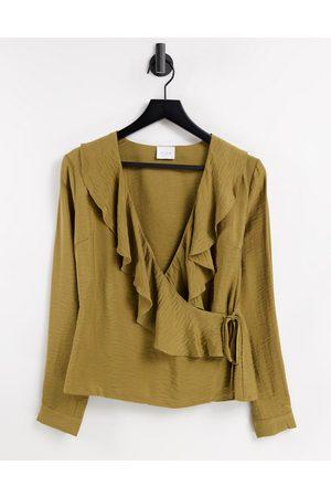 Vila Ženy Zavinovací - Ruffle blouse in brown