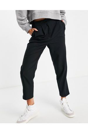 ASOS DESIGN Tailored smart tapered trousers in black