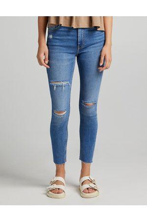 Bershka Ženy S vysokým pasem - High waist skinny jeans with rip detail in medium stone-Blue