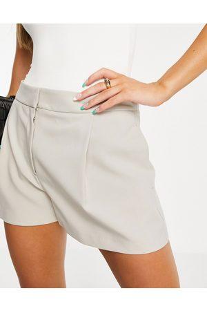 ASOS Ženy Obleky - Mansy suit short in light stone-Neutral