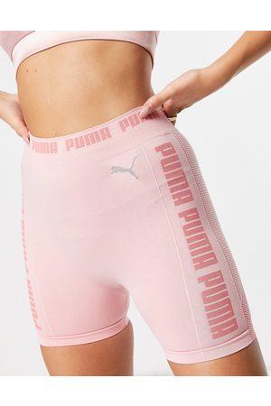 PUMA Ženy Kraťasy - Training Evoknit seamless 5 inch shorts in soft pink