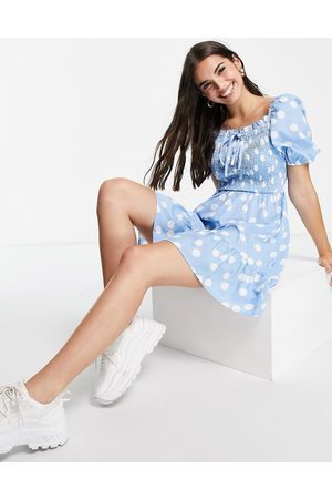 Influence Ženy Volnočasové - Shirred bust mini dress in blue polka dot