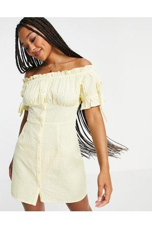 Influence Ženy Volnočasové - Off shoulder mini dress in yellow stripe