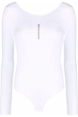 Calvin Klein Ženy Bez zad - Logo-print backless bodysuit