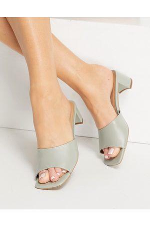 & Other Stories Ženy S otevřenou špičkou - Leather heeled mules in mint-Green