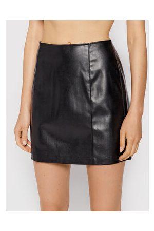 Calvin Klein Ženy Krátké - Sukně z imitace kůže