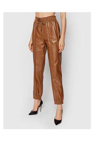 Guess Kalhoty z imitace kůže