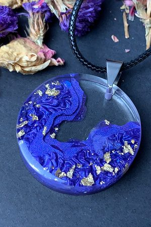 Mymie Fialovo-zlatý handmade náhrdelník z pryskyřice Purple-Gold Circle