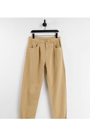 Reclaimed Strečové - Inspired '83 unisex relaxed fit jean in sand-Brown