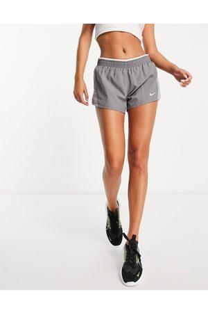Nike Ženy Kraťasy - 10k short in grey
