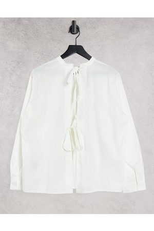 Object Ženy Bez zad - Shirt with open back tie details in white