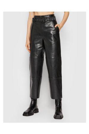 Gestuz Ženy Kožené kalhoty - Kožené kalhoty