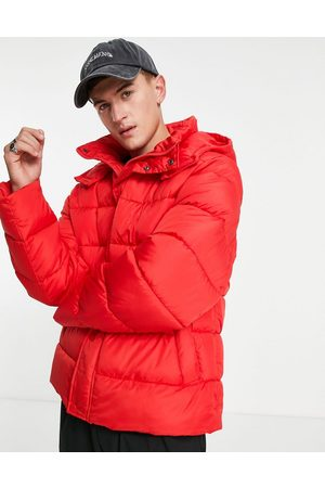 ASOS DESIGN Muži Péřové bundy - Recycled midweight puffer jacket with detachable hood in red