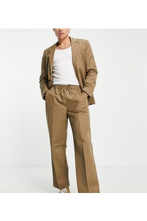 Reclaimed Vintage Muži Chino - Inspired linen mix trouser in tan-Neutral