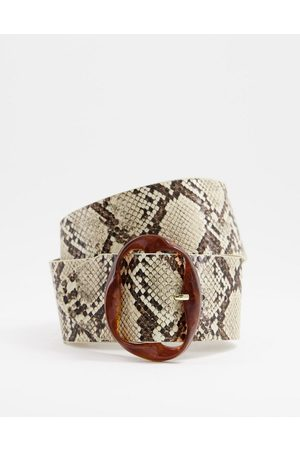 Pieces Wide belt with abstract buckle in snake-Multi