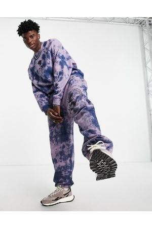 ASOS DESIGN Muži Tepláky - Co-ord oversized joggers in purple tie dye with rose print
