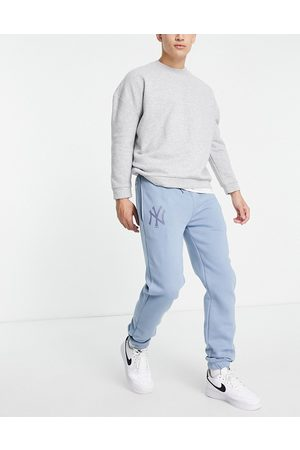 New Era New York Yankees relaxed fit joggers in soft blue