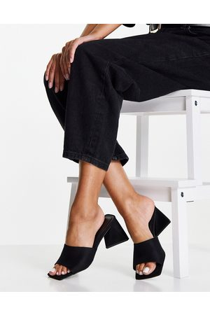 ASOS Ženy S otevřenou špičkou - Halliwell block heeled mules in black