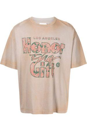 HONOR THE GIFT Muži S krátkým rukávem - Slogan-print cotton T-shirt