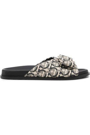 Salvatore Ferragamo Ženy Sandály - Logo-print open-toe sandals