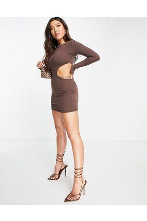 Simmi Clothing Ženy Přiléhavé - Simmi chain detail cut out bodycon mini dress in chocolate-Brown
