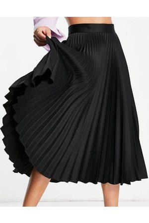 Closet Ženy Midi - Pleated midi skirt in black